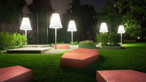 Lichtreflektierender Beton für Riesensitzmöbel Sigmundshof, Berlin