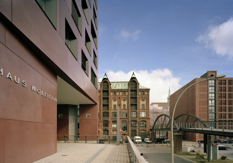 Referenz architekturbeton haus am sandtorkai hamburg for Haus hamburg